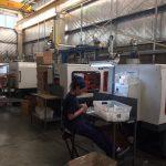 Inyectoras de plasticos Haitai en fabrica Argentina blancas
